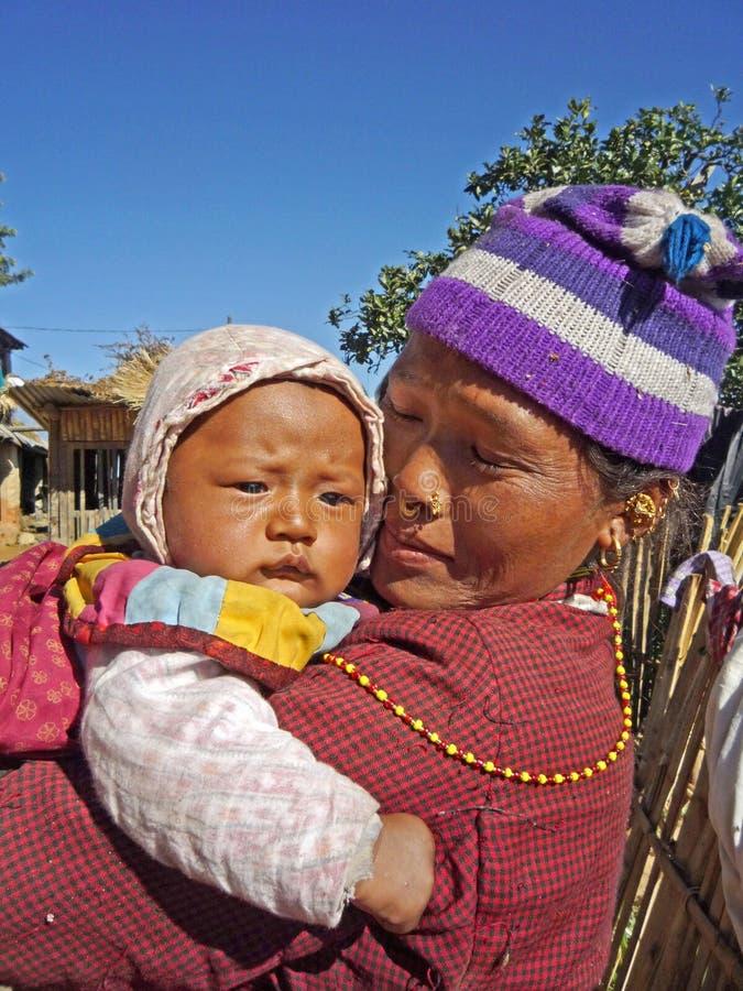 Femme et chéri népalaises photographie stock