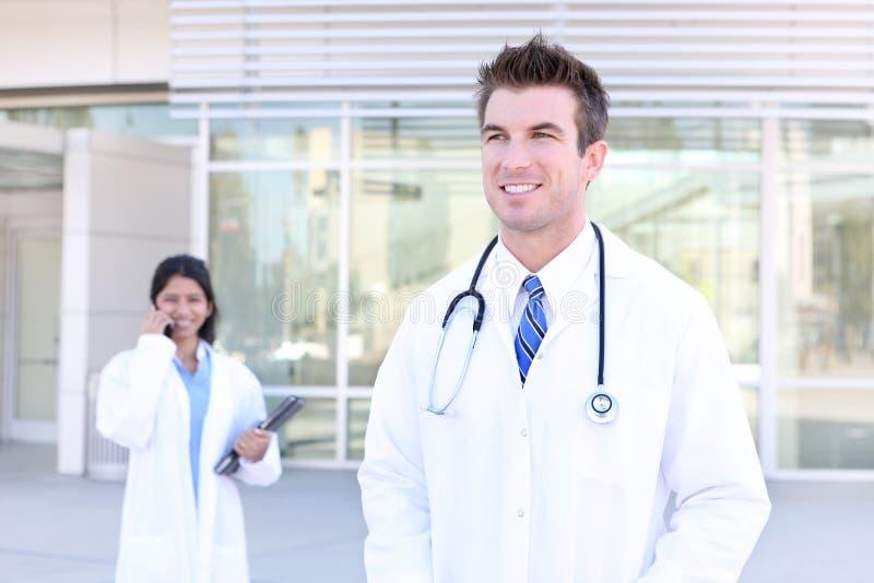 Femme et homme à l'hôpital photo stock
