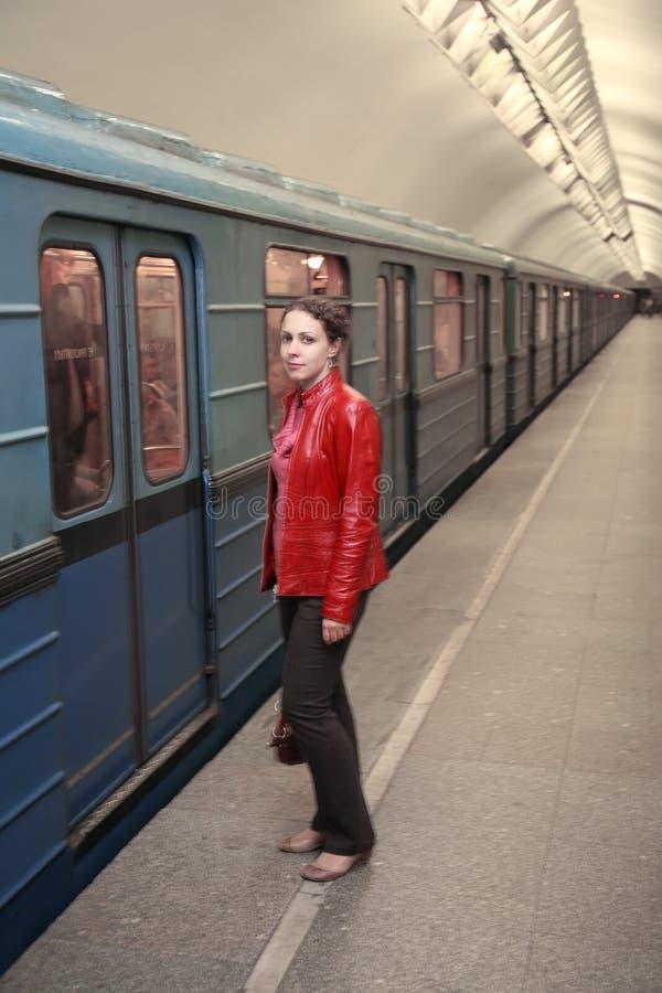 Femme et train photo libre de droits