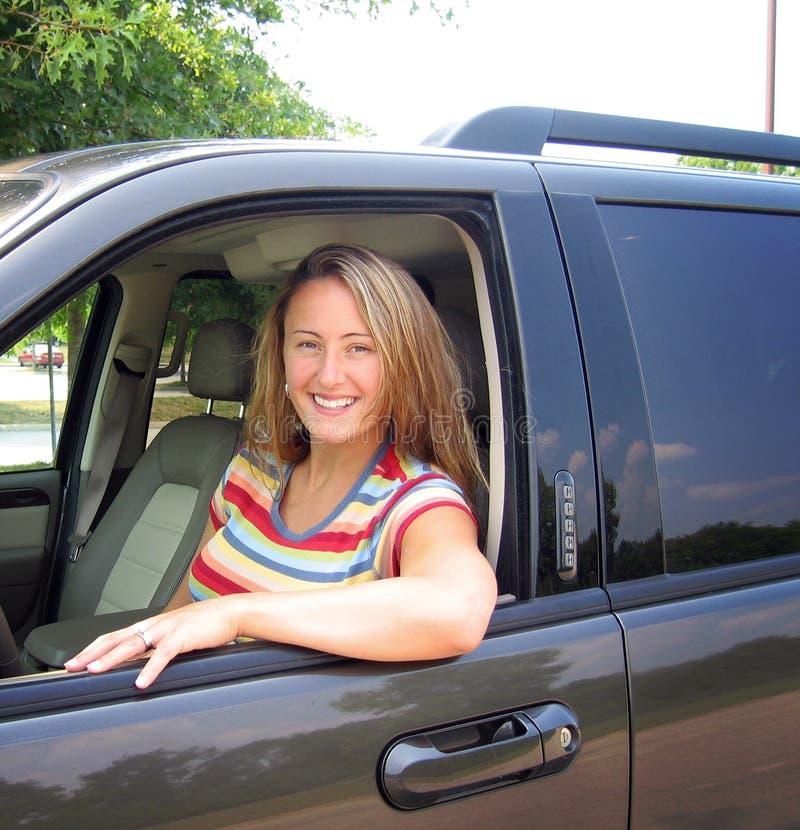 Femme et véhicule photographie stock