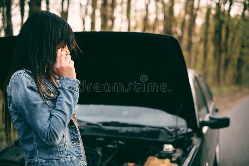 Femme et véhicule images libres de droits