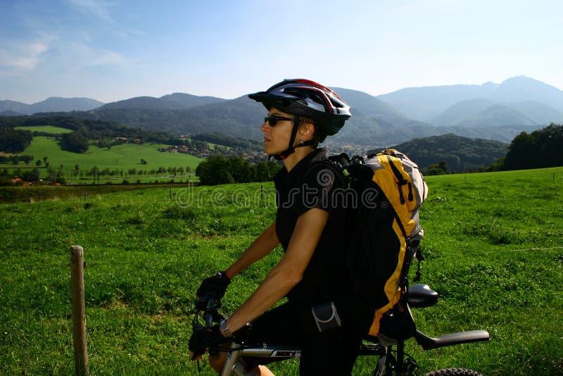 Femme et vélo image libre de droits