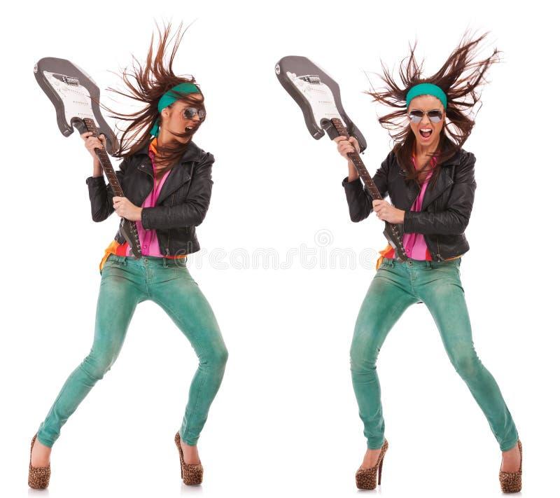 Femme excited chaud de rock cassant la guitare image libre de droits