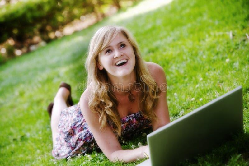 femme excited d'ordinateur portatif photo libre de droits