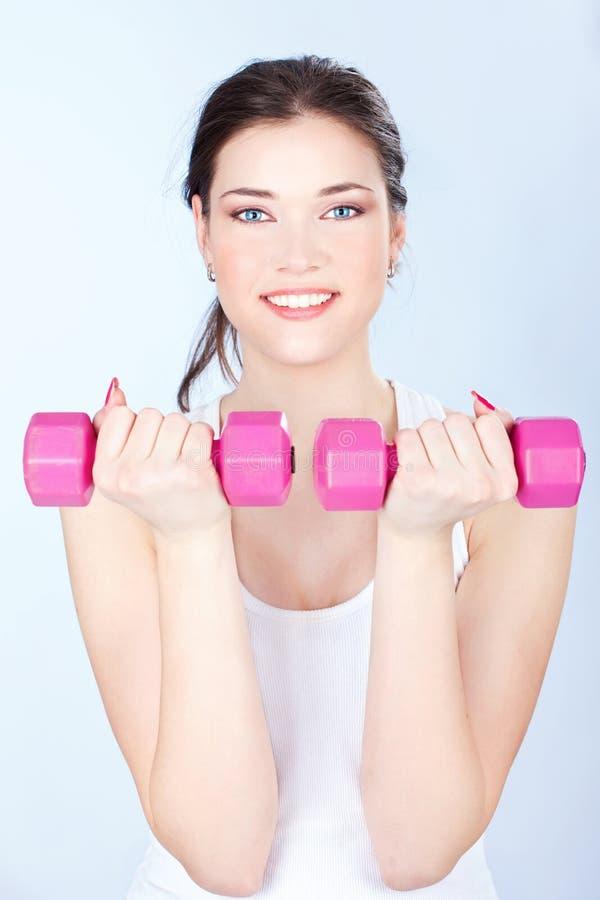 Femme faisant des exercices de forme physique images libres de droits