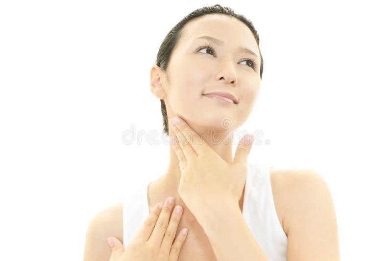Femme faisant des soins de la peau photos libres de droits