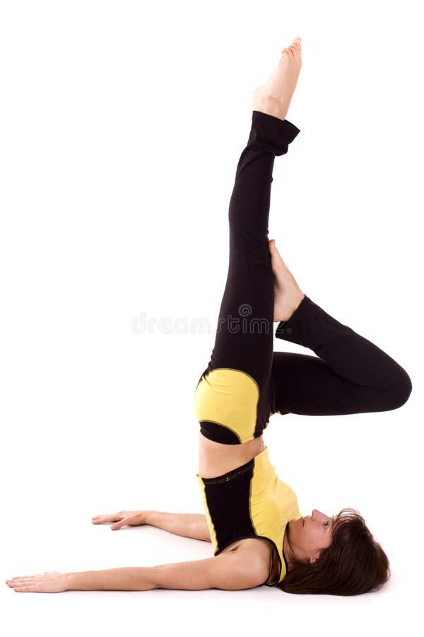 Femme faisant l'exercice de yoga image libre de droits