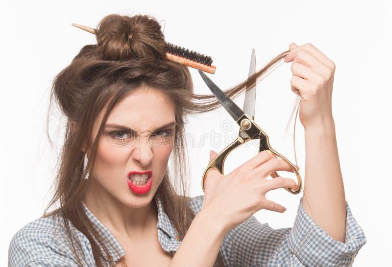 Femme faisant la coiffure dans le studio photographie stock libre de droits