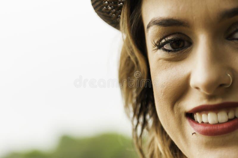 Femme fascinante avec l'anneau de nez photos libres de droits
