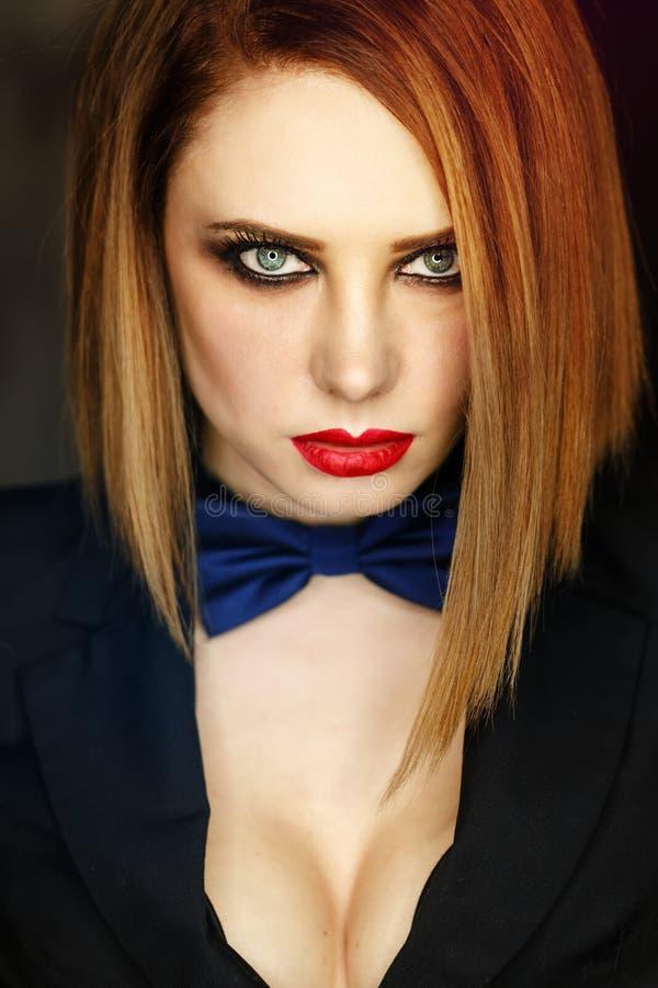 Femme Fatale die kijkt smachten royalty-vrije stock afbeeldingen