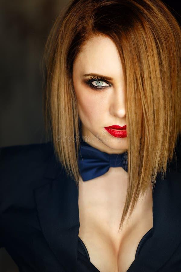 Femme Fatale die kijkt smachten royalty-vrije stock foto