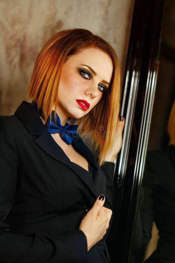 Femme Fatale die kijkt smachten stock afbeeldingen