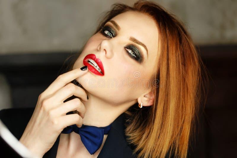 Femme Fatale die kijkt smachten royalty-vrije stock afbeelding