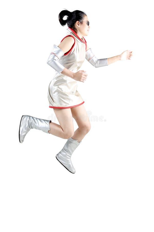 Femme futuriste sautant dans le studio image stock