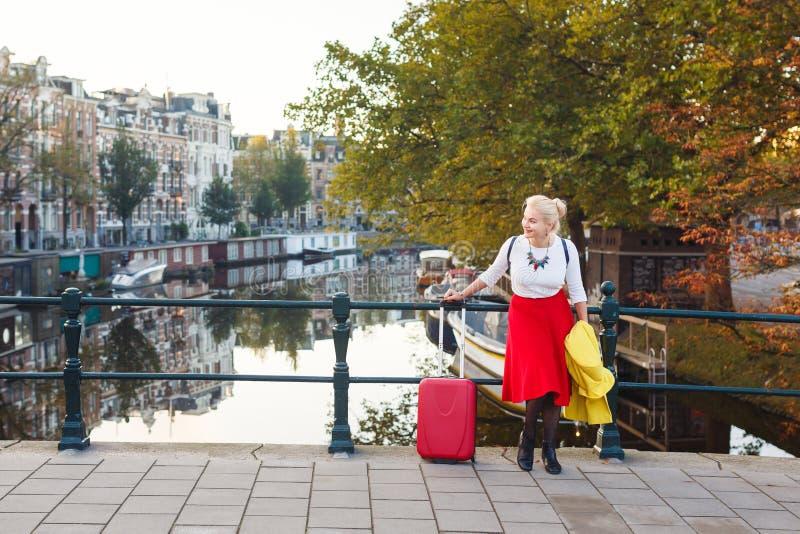 Femme gaie à Amsterdam images libres de droits