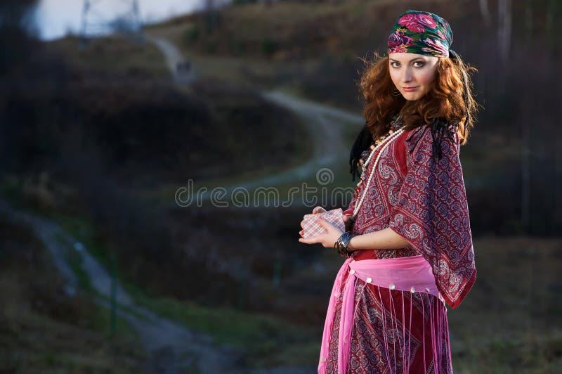 Download Femme gitan image stock. Image du assez, rose, caucasien - 8664619
