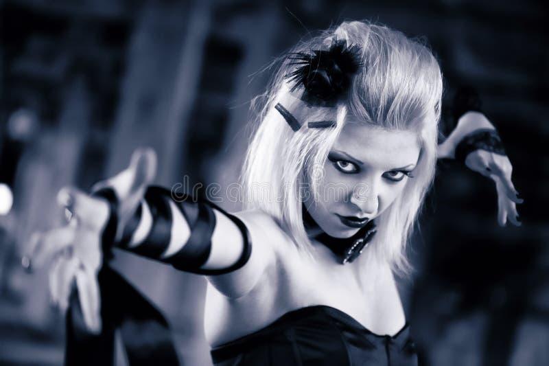 Femme gothique de sorci?re photographie stock