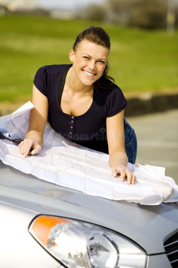 Femme heureuse à la voiture images libres de droits