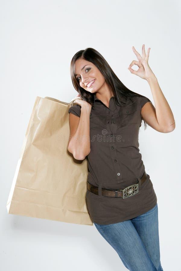 Femme heureuse d'achats image stock