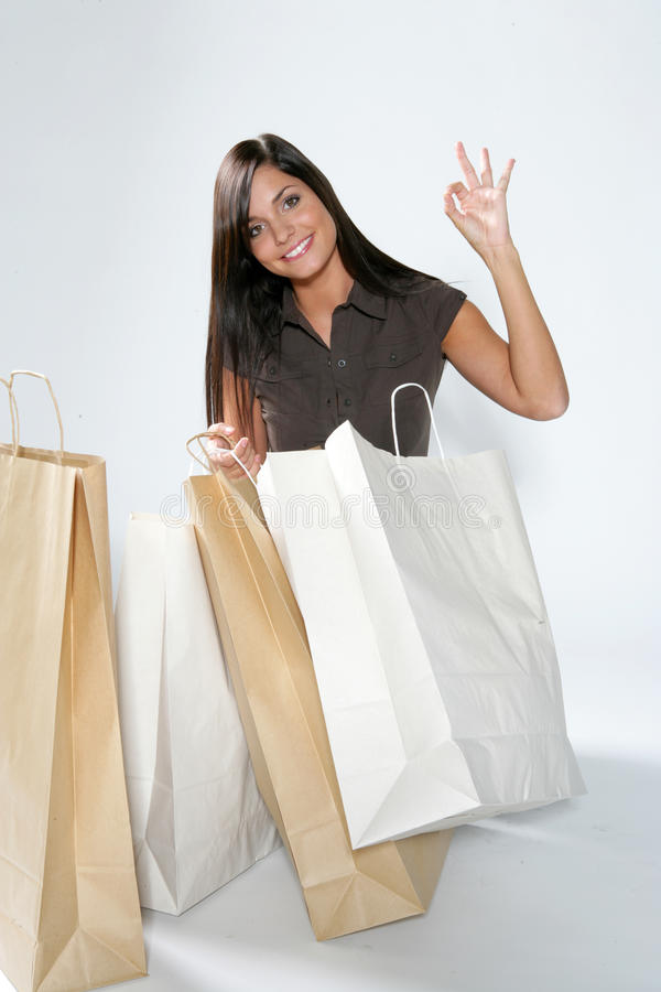 Femme heureuse d'achats images stock