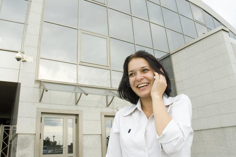 Femme heureuse d'affaires de verticale photo stock