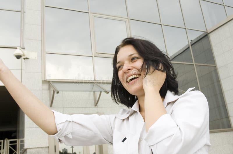 Femme heureuse d'affaires de verticale images stock