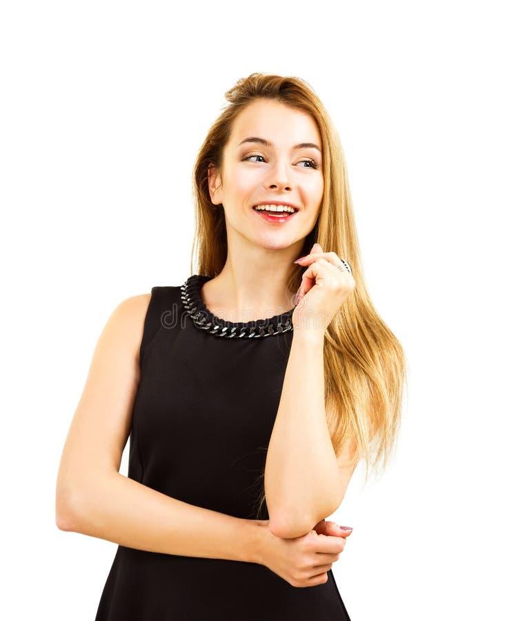 Femme heureuse dans la robe noire d'isolement sur le blanc images libres de droits