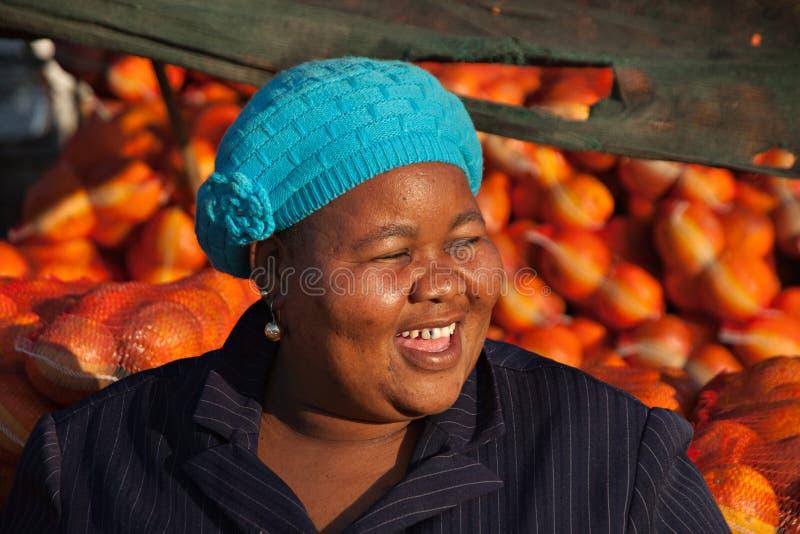 Femme heureuse de ventes photographie stock