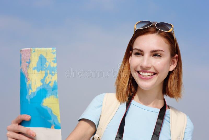 Femme heureuse de voyage photographie stock