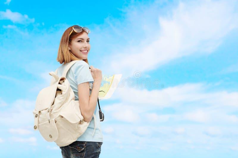 Femme heureuse de voyage image libre de droits