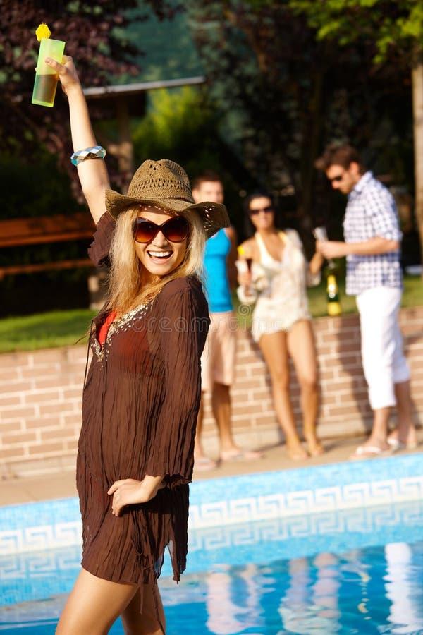 Femme heureuse en vacances image libre de droits