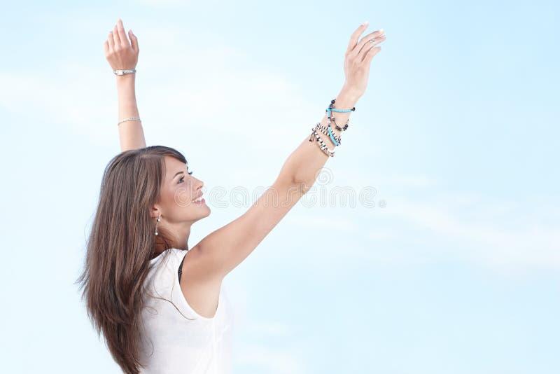 Femme heureuse libre appréciant la vie images stock