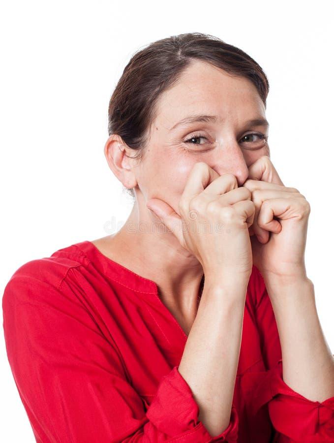 Femme heureuse riant nerveusement exprimant le bonheur puéril photos libres de droits