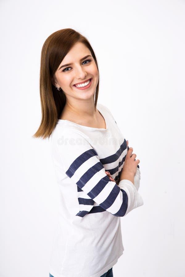 Femme heureuse se tenant avec des bras pliés image libre de droits