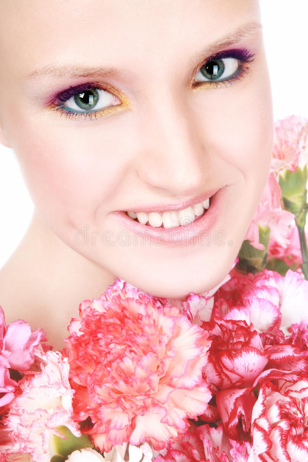 Femme heureux avec des fleurs photo stock