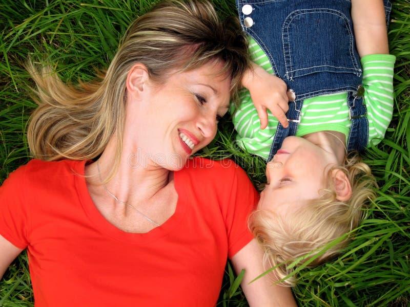 Femme heureux avec l'enfant photos libres de droits