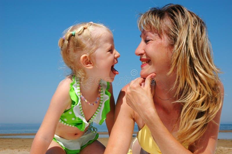 Femme heureux avec l'enfant image stock