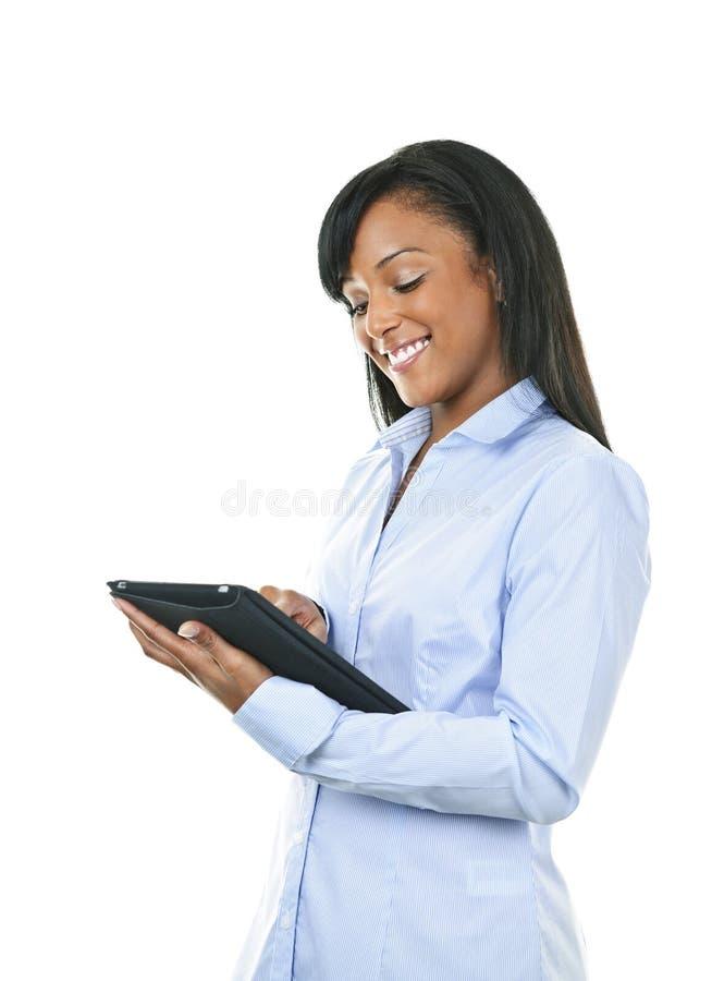 Femme heureux avec l'ordinateur de tablette photographie stock