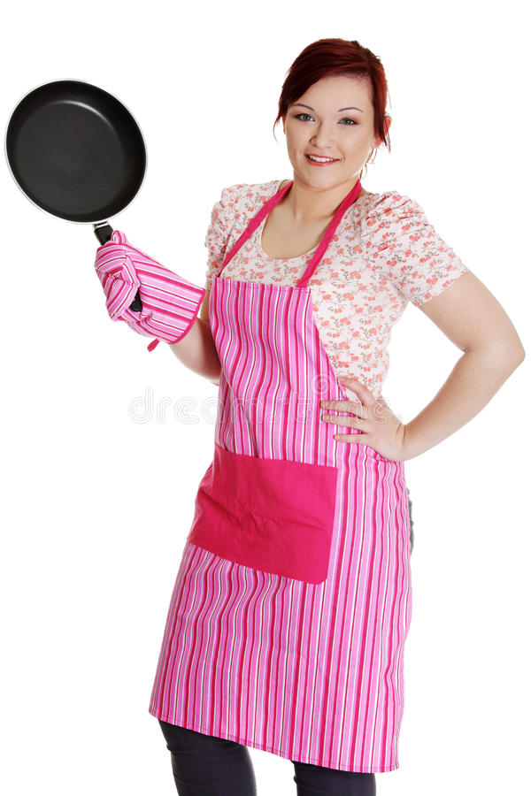 Femme heureux dans le tablier rose de cuisine. photographie stock