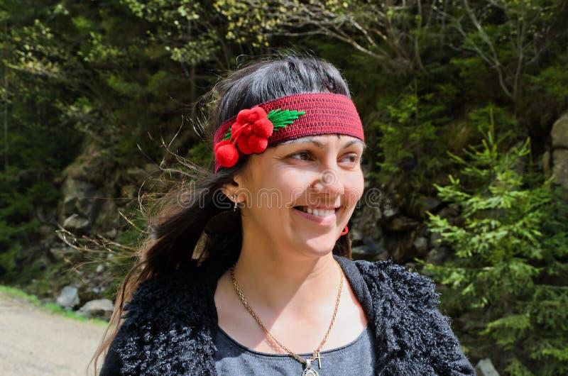 Femme hippie heureuse et assez jeune photos stock