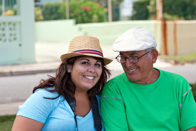 Femme hispanique avec son grand-père image libre de droits
