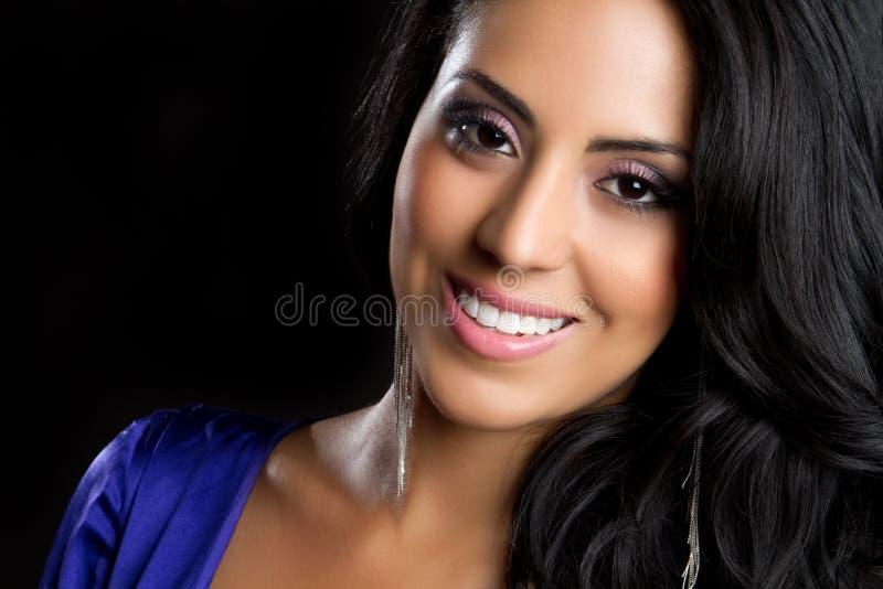 Femme hispanique de sourire images stock