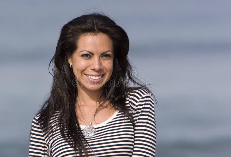 Femme hispanique de sourire image libre de droits