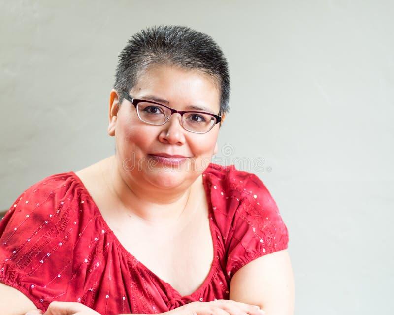 Femme hispanique diagnostiquée avec le cancer du sein photos libres de droits