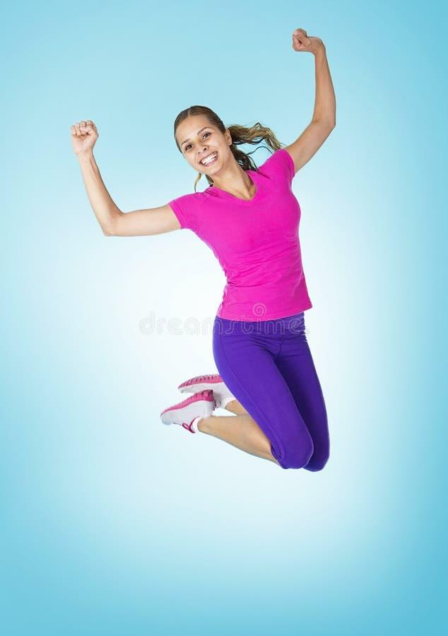 Femme hispanique en bonne santé heureuse de forme physique photographie stock libre de droits