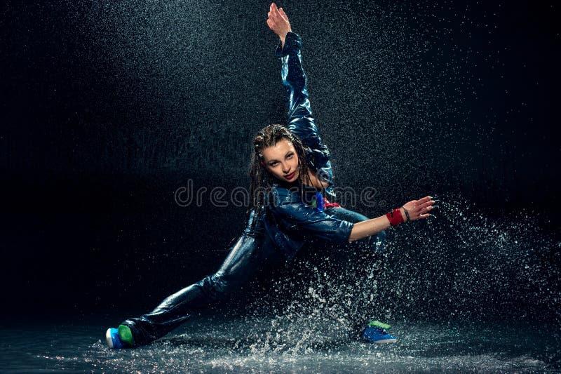 Femme humide de danse. photo libre de droits