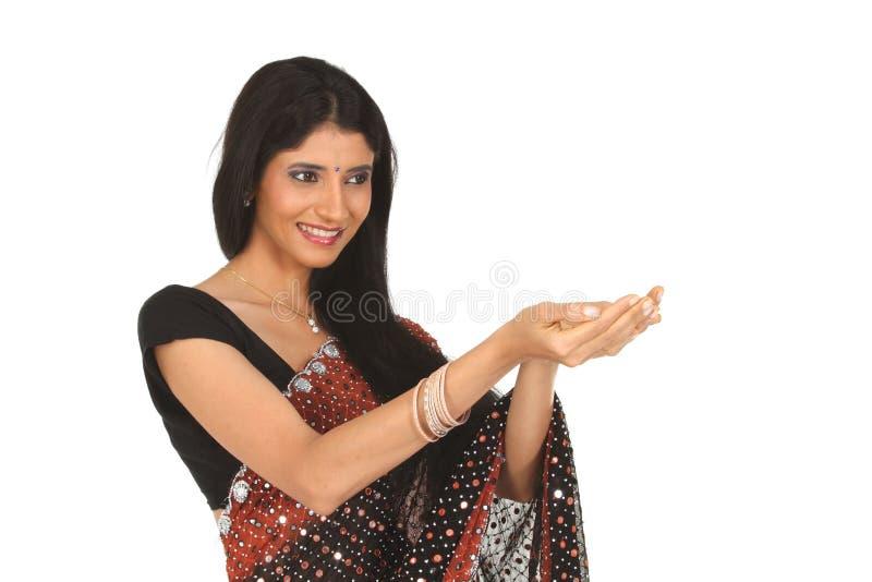 Femme indien dans l'action de fixation photo libre de droits