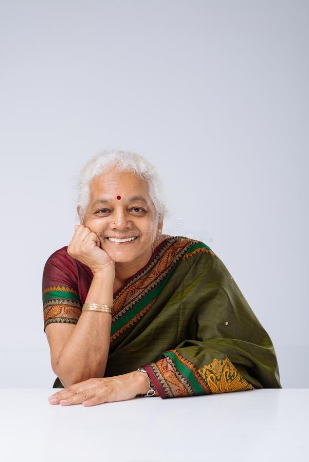 Femme indienne âgée photo stock