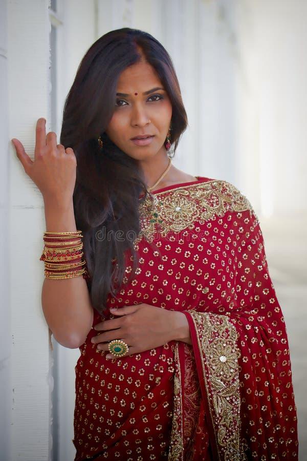 Femme indienne étouffante photographie stock