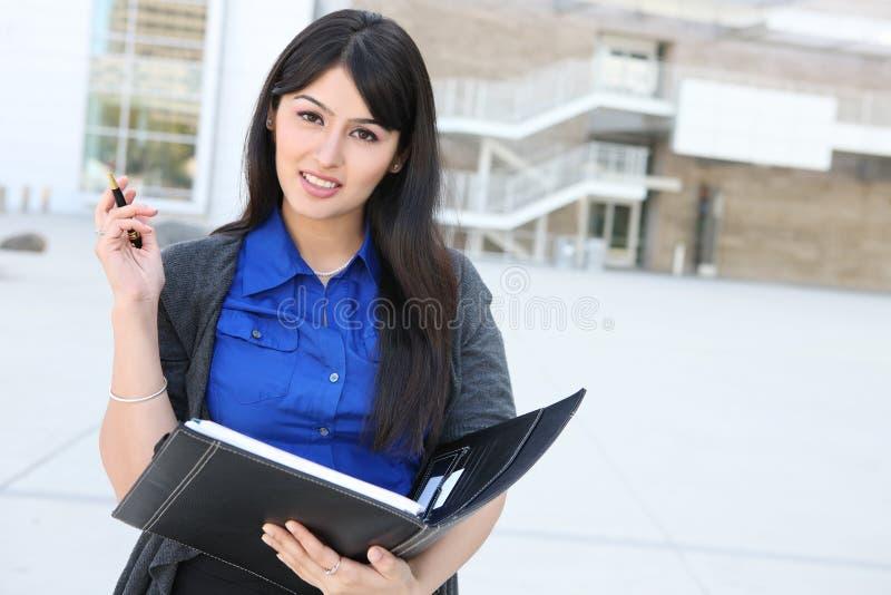 Femme indienne attirante d'affaires image stock